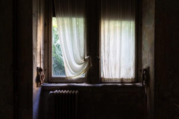 maliceph_urbex_project_colonia_atm_finestra